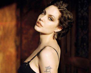 Прическа-Анджелины-Джоли